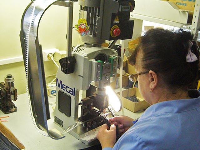 ...необходимо предоставить сборочный чертеж и спецификацию и при необходимости схему электрическую соединений в...